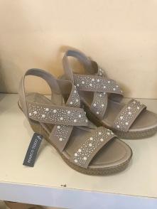 nushu sandals